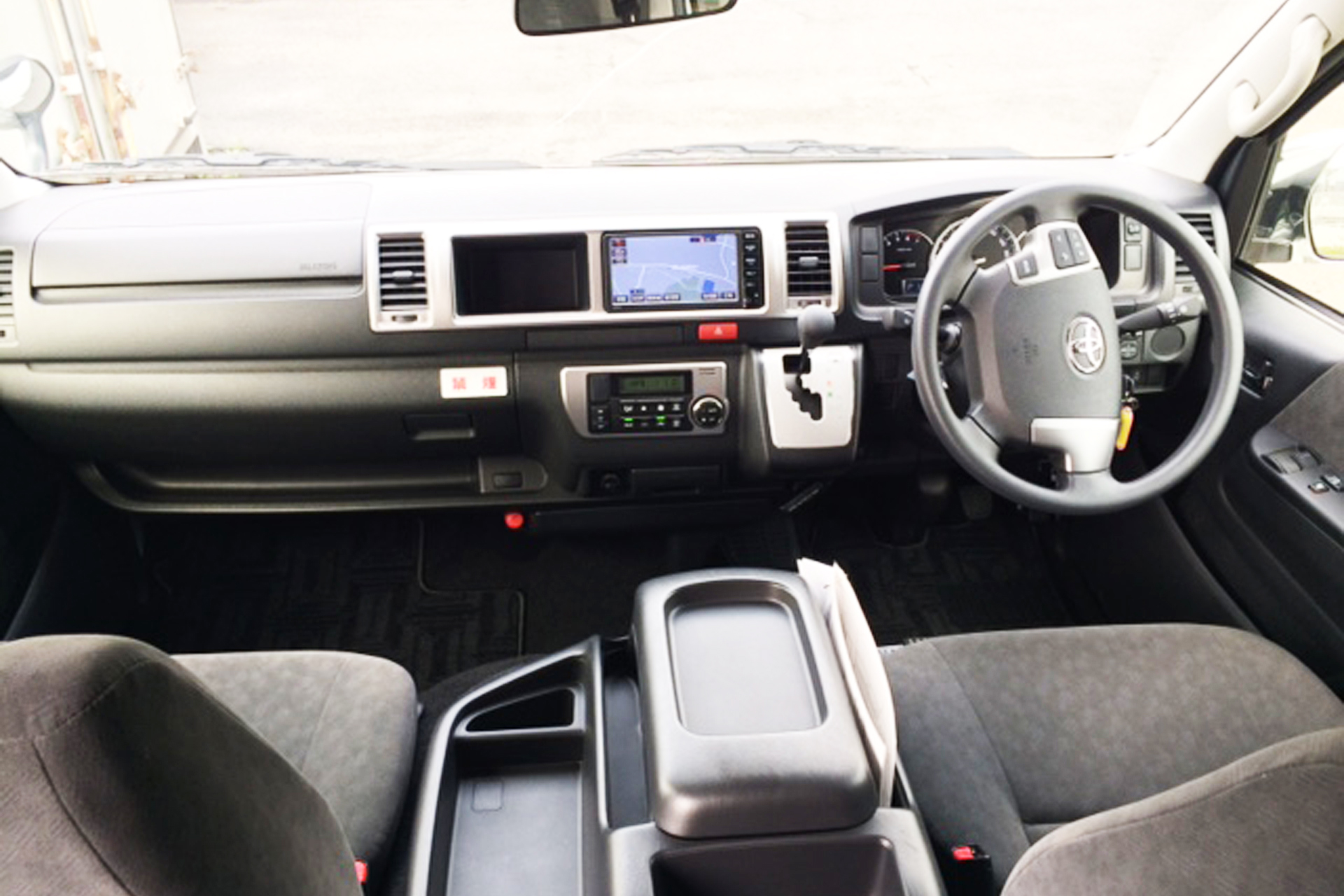車内(運転席)